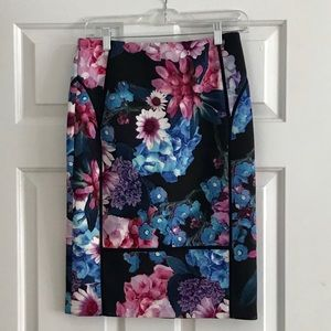 Floral pencil skirt with pretty stitched detail.